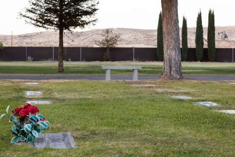 Robert David Taylor's grave in Taft, California.