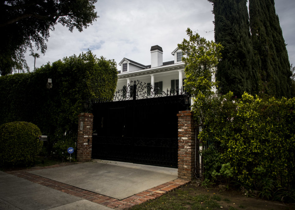 A small-time scam artist gave Trump a Beverly Hills mansion